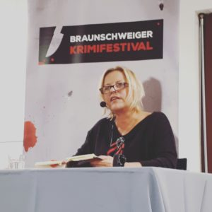 Elisabeth Herrmann beim Krimifestival