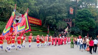 Đặc sắc lễ rước kiệu về Đền Hùng
