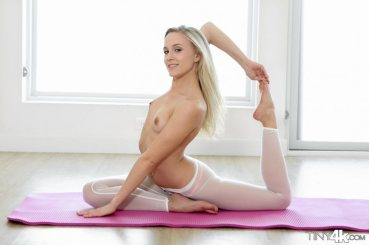 Tiny4k Bree Mitchells in Stretched Out 14