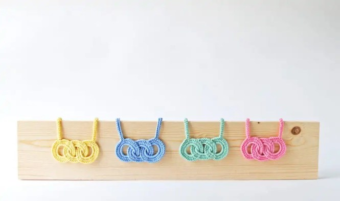 Tiny Curl Crochet Pastel Link Necklace