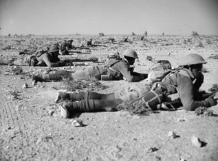 Kiwi infantry on manoevres in the desert