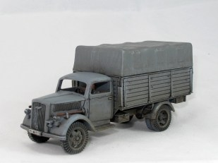 Old skool grey truck, seen throughout the war