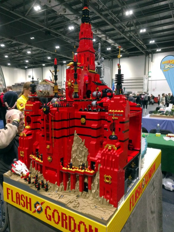 A completely bonkers Flash Gordon game done in LEGO