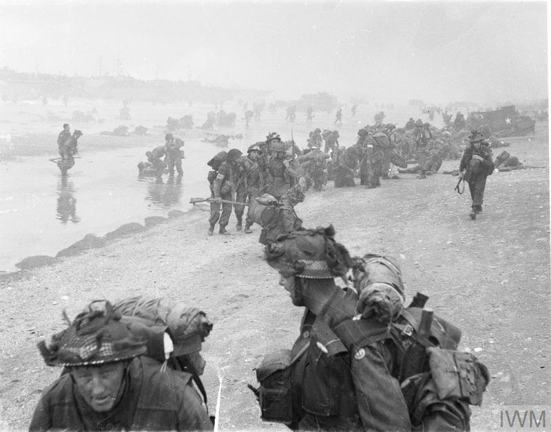 British soldiers come ashore on a beach