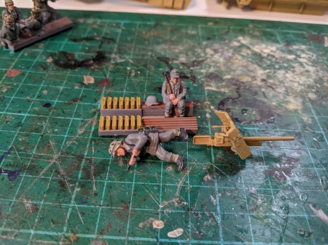 The 251/10 sprue includes different benches with ammo racks: use these to make your insert for the 37mm gun
