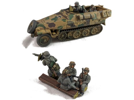 251/1 vehicle and its crew insert