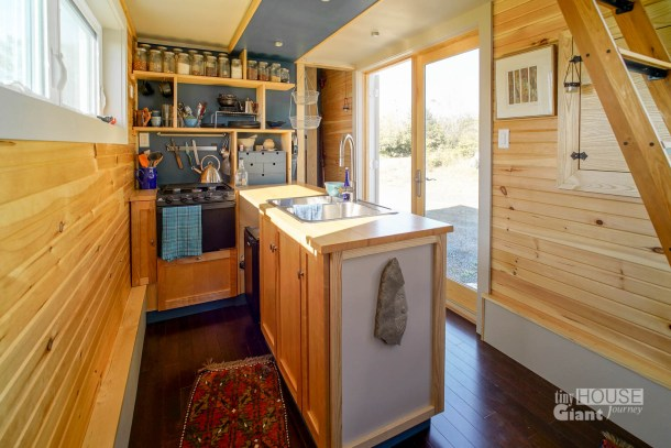 10 Tiny House Tricks To Declutter Your Kitchen Counters