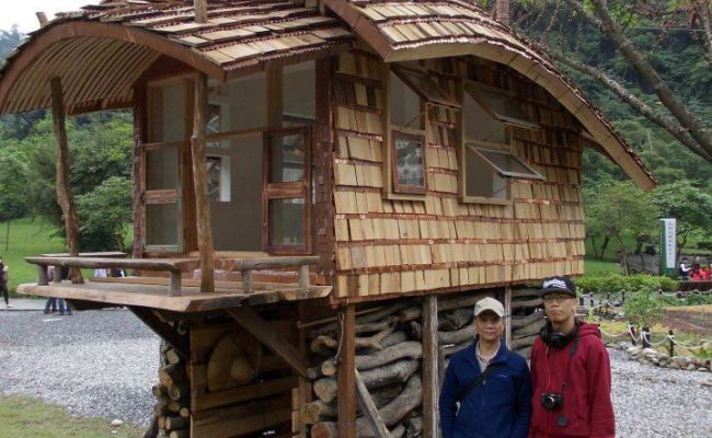Tiny House On Stilts With A Curved Roof Tiny House Pins