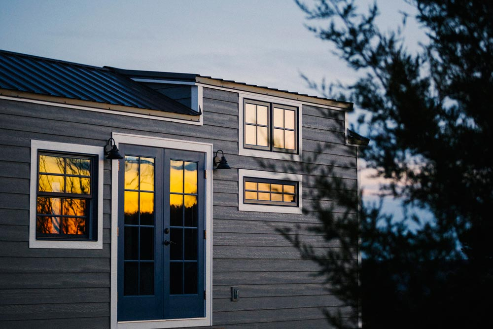 Monocle by wind river tiny homes tiny houses on wheels for Wind river custom homes