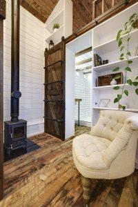 Rustic Loft - Tiny House Swoon