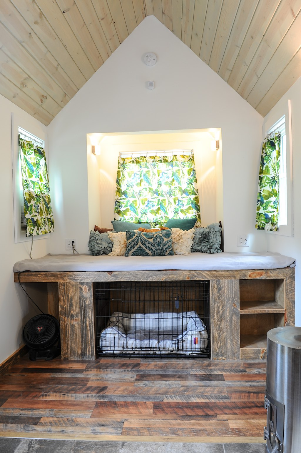 Rustic Modern Tiny House Swoon