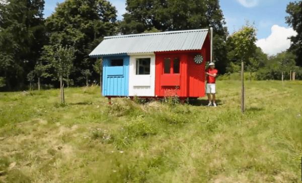 Tiny France: The £1,000 tiny house 1