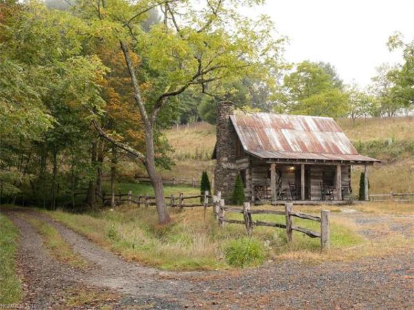 100-year-old-tiny-cabin-in-green-mountain-011