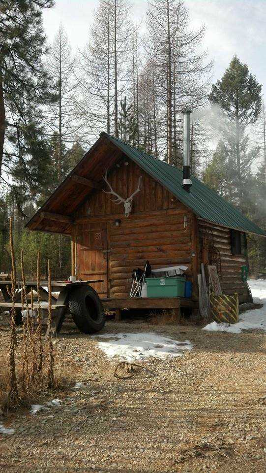136-sq-ft-tiny-log-cabin-001