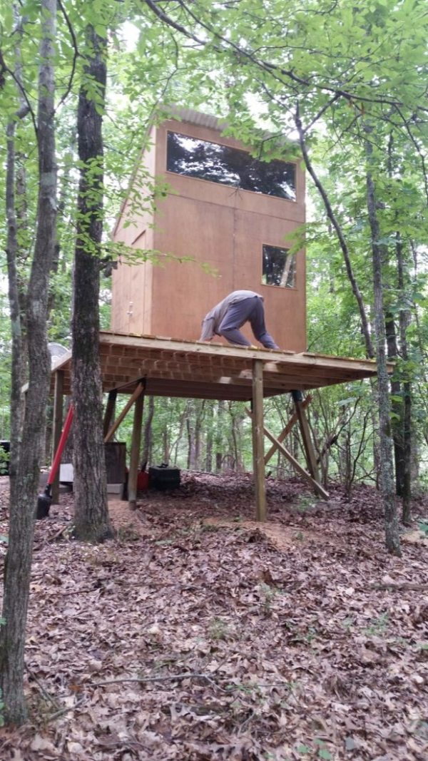 160-sq-ft-tiny-cabin-in-the-woods-0005