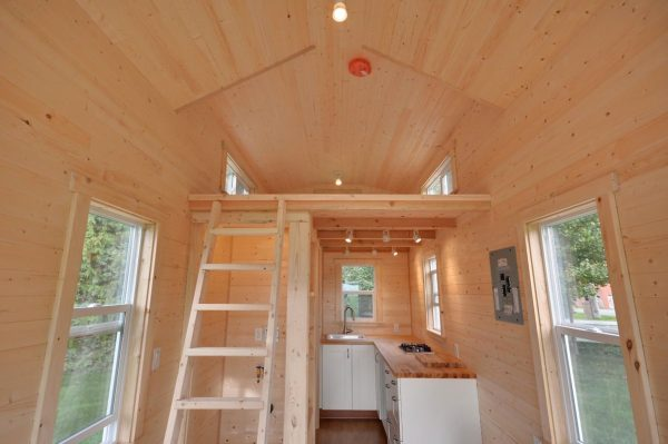 160-sq-ft-tiny-house-on-wheels-by-tiny-living-homes-00012