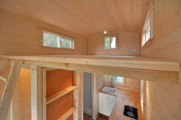 160-sq-ft-tiny-house-on-wheels-by-tiny-living-homes-00014