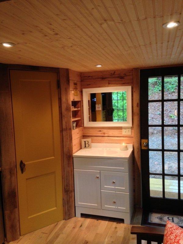 180-sq-ft-otter-den-tiny-house-0013
