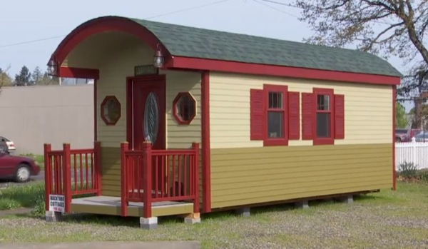 200-sq-ft-irish-cottage-tiny-house-01