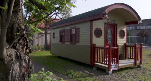 200-sq-ft-irish-cottage-tiny-house-09