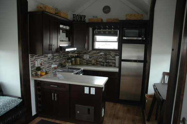 250-sq-ft-expanding-tiny-house-rv-with-slide-outs-003