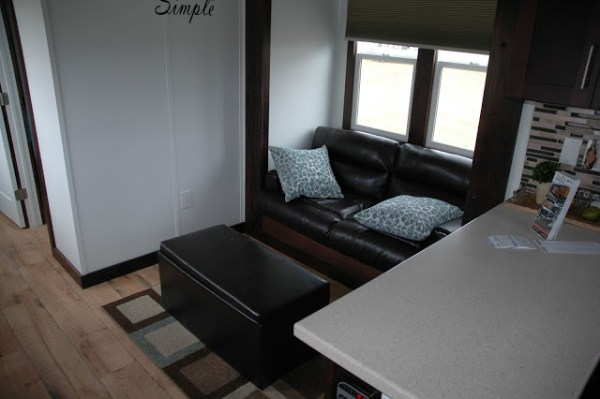 250-sq-ft-expanding-tiny-house-rv-with-slide-outs-007