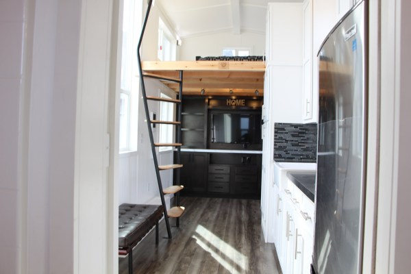 25ft Castle Peak Tiny Home by Tiny Mountain Homes_003