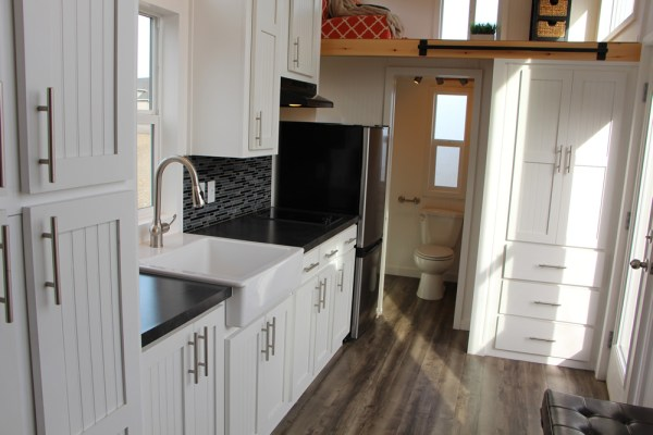 25ft Castle Peak Tiny Home by Tiny Mountain Homes_005