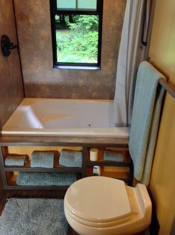 280-sq-ft-luxury-tiny-house-by-heininge-008