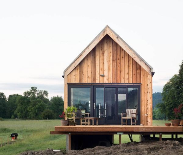 300-sq-ft-tiny-cabin-vacation-on-organic-farm-near-portland-0001