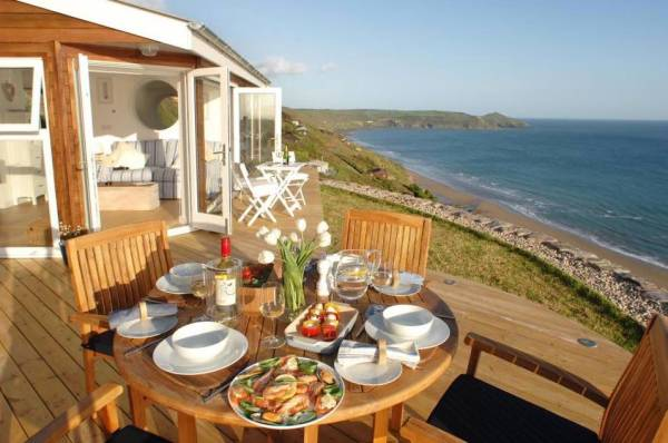 320-sq-ft-tiny-beach-cottage-vacation-in-cornwall-017