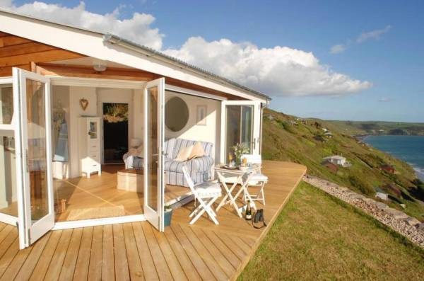 320-sq-ft-tiny-beach-cottage-vacation-in-cornwall-03