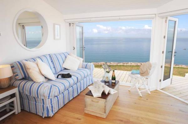 320-sq-ft-tiny-beach-cottage-vacation-in-cornwall-05