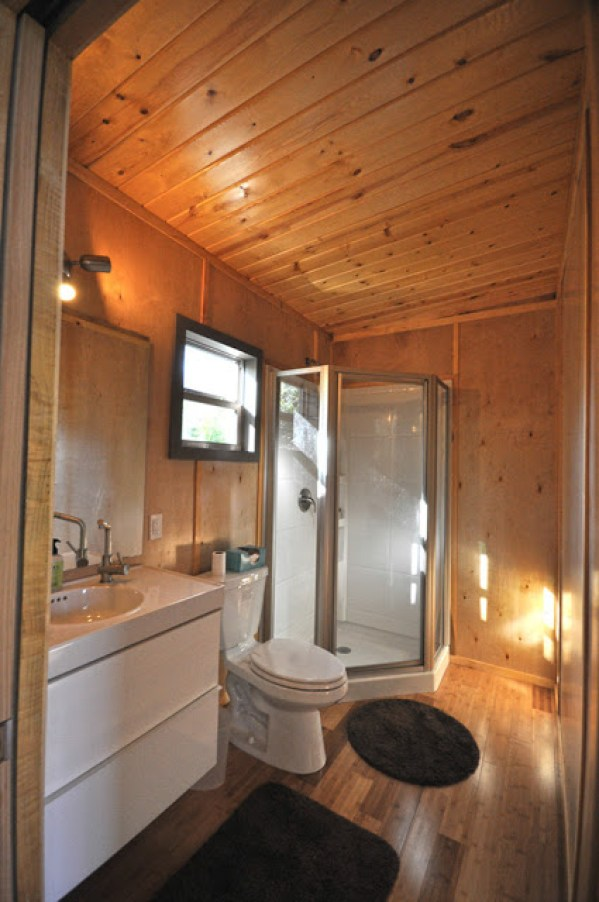 336 Sq Ft Tiny Modern Cabin by Kanga