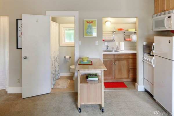 360 Sq Ft Earl Ave Tiny Cottage in Seattle 009