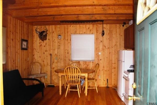 400-sq-ft-tiny-cabin-on-1-acre-for-sale-003