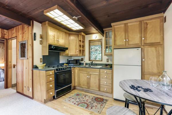420-sq-ft-ben-lomond-cabin-006