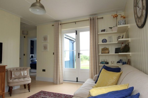431-sq-ft-cottage-by-the-wee-house-company-002