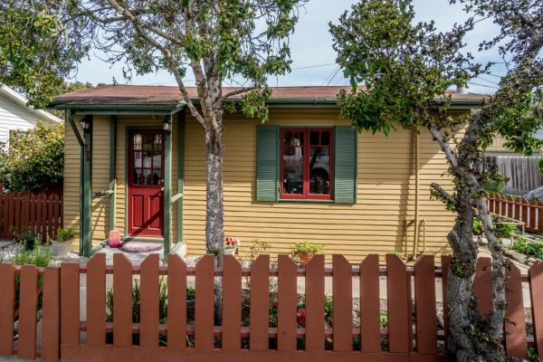 440sf Cottage in Pacific Grove CA_001
