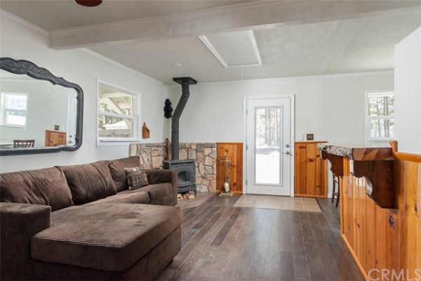 461sf Tiny Cottage in Fawnskin CA For Sale 003