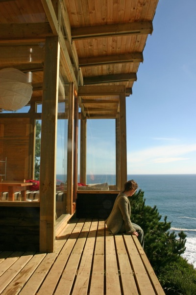 500-square-foot Small House on a Cliff with Water Views (3)