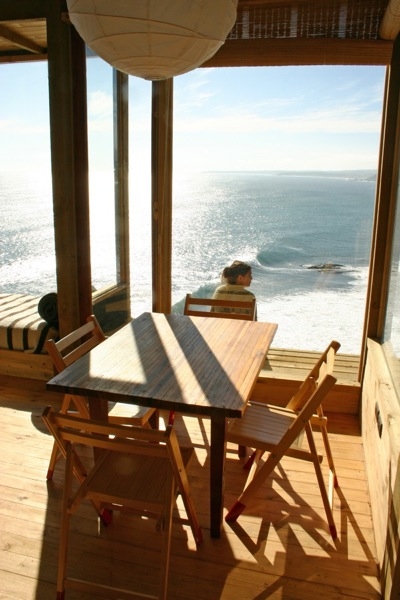500-square-foot Small House on a Cliff with Water Views (4)