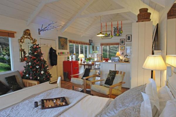 510-sq-ft-tiny-cottage-on-the-beach-0015