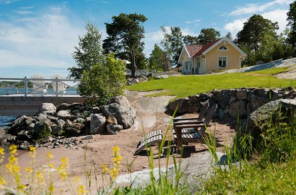 538-sq-ft-cottage-in-sweden-kalvsvik-lake-house-002