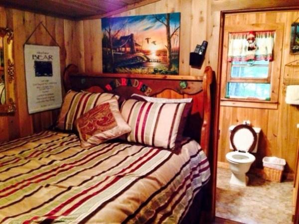 600-sq-ft-bearadise-tiny-cabin-vacation-0010