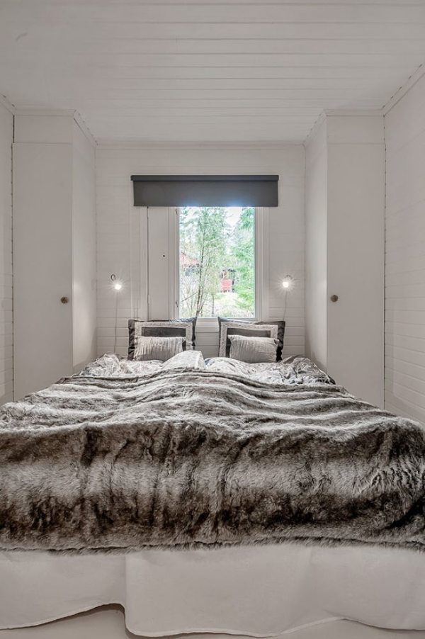 613-sq-ft-small-house-in-sweden-woods-008