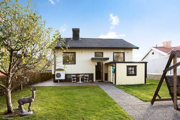 645-sq-ft-small-house-with-basement-in-sweden-01