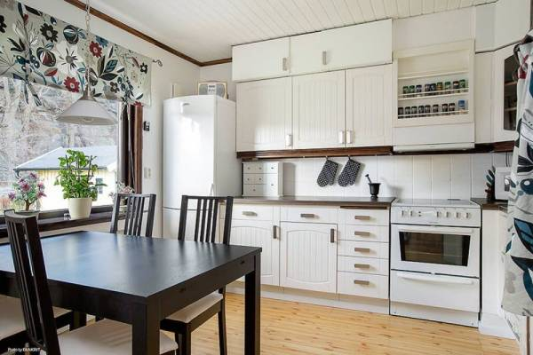645-sq-ft-small-house-with-basement-in-sweden-04