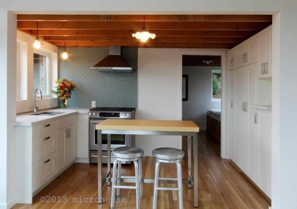 650-sq-ft-lake-washington-cabin-005