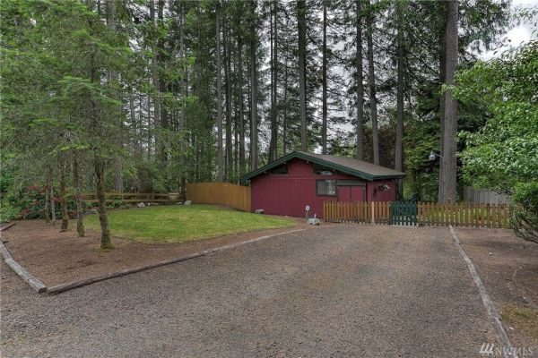 700 Sq. Ft. Little Cabin on a Lake in Olympia, WA For Sale